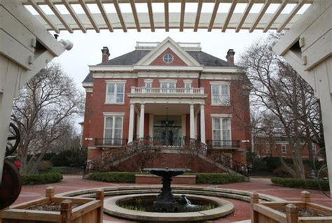 Rauners move back to governor's mansion after $15 million