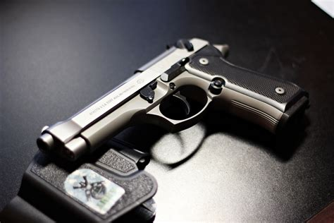 2 Beretta 92Fs HD Wallpapers | Background Images